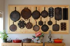 Kitchen Updating Ideas Is This Idea Even Better than a Peg Board? — Kitchen Hang-Ups - This board could give the classic peg board a run for its money. Rustic Kitchen, New Kitchen, Kitchen Decor, Iron Storage, Hanging Storage, Paper Storage, Pot Rack Hanging, Iron Wall, Küchen Design