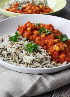 Are you craving something warm and spicy? This recipe is perfect for a quick and vegan Indian inspired dinner. Delicious, healthy, gluten free and packed with protein this dish is absolutely divine and it only takes about 30 minutes to make.
