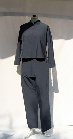 Pantalon droit noir pour femme en tissu ployester stretch aspect légerement…