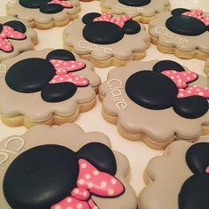 Girl Mouse #thepaintedpastry #Minnie #minniemouse #decoratedsugarcookies #decorated #decoratedcookies #customcookies #bakery #baker #foodart #beverlyma #birthday #favors Minnie Mouse Cookies, Custom Cookies, Cookie Decorating, Food Art, Bakery, Birthday Favors, Desserts, Cookie Ideas, Inspiration
