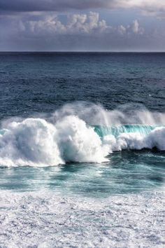 Ocean Waves by Jose Gonzalez No Wave, Image Nature, All Nature, Sea And Ocean, Ocean Beach, Beautiful Ocean, Beautiful Beaches, I Love The Beach, Sea Waves