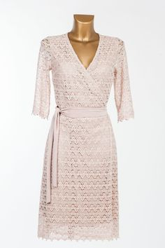 Crochet lace wrap dress - Powder pink - Provurmmet.se