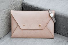 Beautiful nude / beige envelope shaped leather clutch in a minimalistic, classic design. The neutral colour of the leather makes it