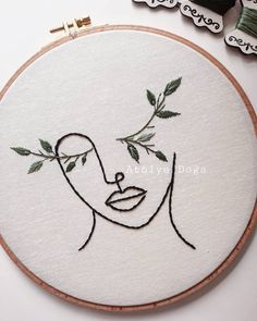 Diy Embroidery Flowers, Simple Embroidery Designs, Embroidery Flowers Pattern, Modern Embroidery, Embroidery Hoop Art, Portrait Embroidery, Crewel Embroidery, Diy Broderie, Chalk Pastels