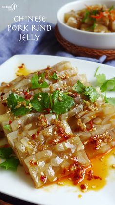 Slippery springy and spicy Chinese pork rind jelly is truly a delight to enjoy. There is no commercial gelatin involved and its very simple to prepare. Chinese Pork, Best Chinese Food, Korean Food, Asian Appetizers, Appetizer Dishes, Easy Asian Recipes, Chinese Recipes, Oriental Recipes, Oriental Food