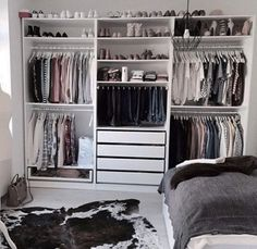 Ikea pax kleiderschrank, closet layout, diy quartos, closet bedroom, ikea p Bedroom Closet Design, Closet Designs, Bedroom Storage, Closet Storage, Wardrobe Storage, Closet Shelves, Clothing Storage, Clothing Closet Organization, Wardrobe Clothing