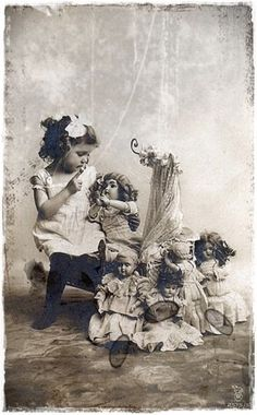 Vintage girl with doll Vintage Children Photos, Vintage Girls, Vintage Pictures, Old Pictures, Vintage Images, Old Photos, Victorian Photos, Antique Photos, Vintage Photographs