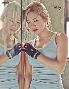 Hyoyeon of Girls Generation (or SNSD- Sonyeo Sidae) showing off her Cosmo (out of this world in other words) Body and a stark contrast to the picture that is coming next . (quod vide, literally 'which see', for those who like their Latin. Seohyun, Kim Hyoyeon, Girls' Generation Tiffany, Girl's Generation, Kpop Girl Groups, Korean Girl Groups, Kpop Girls, Girls Generation Hyoyeon, Tiffany Girls