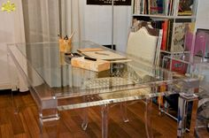 SCRIVANIA LV1 #consolle #trasparente #acrylic #consolle #plexiglass #desk #home #office #madeinitaly http://www.eldoradosas.it/design/consolle/consolle-plexiglass.html