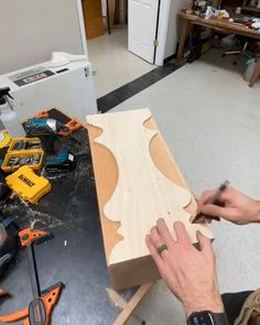 Woodworking Projects Diy, Woodworking Furniture, Custom Woodworking, Woodworking Plans, Rustic Wood Crafts, Wood Furniture Legs, Wood Shop Projects, House Furniture Design, Diy Resin Crafts