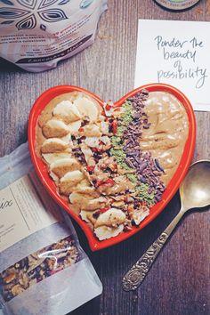Chocolate Protein Smoothie Bowl #breakfast #glutenfree #vegetarian #eatpurely | purely elizabeth