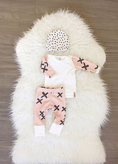 Baby girl coming home outfit! Baby shower gift ideas girl / take home outfit / newborn photography / handmade / bring home baby set LONDIN LUX