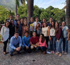 Como venezolanos compartimos el sueño de dejar el nombre de nuestro país en alto representando la excelencia de su gente y la chispa característica de sus personalidades. Como ucvistas compartimos el sueño de caminar bajo las Nubes de Calder y llevar con honor nuestras boínas azules a la más prestigiosa competencia de debate internacional El Modelo de las Naciones Unidas de la Universidad de Harvard (HNMUN) donde pondremos en práctica todas las herramientas que hemos aprendido durante 9…