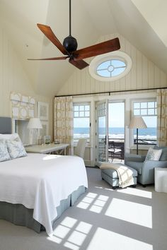 Nautical Beach Bedroom Ideas with Sea View: Amazing Beach Bedroom Ideas With White Bedspread And Floral Pillow Design With Home Office And Reading Nook With Ceiling Fan