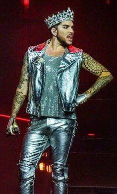 Pretty glam makeup for guys. Queen With Adam Lambert, Adam Lambert Concert, Drag Me To Hell, Concert Makeup, Adam Style, Drag King, King Of The World, Janet Jackson, Bradley Cooper