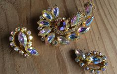 Vintage Gold Toned BEAUTIFUL CRYSTAL by CreativeWorkStudios