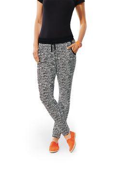 Deze fijne broek heeft een lekker comfortabele 'loose fit' pasvorm. Een fijne zomerbroek!