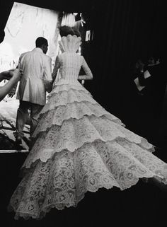 GIVENCHY COUTURE BRIDE Alexander McQueen walking Shalom Harlow BACKSTAGE lavandula:  givenchy haute couture autumn/winter 1998-1999