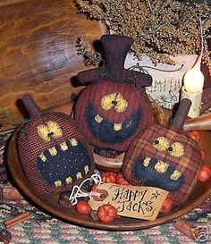 Patti's Ratties Halloween Pumpkin Ornies Pattern in Dolls & Bears, Dolls, Doll Making & Repair Fete Halloween, Halloween Ornaments, Cute Halloween Costumes, Holidays Halloween, Halloween Pumpkins, Halloween Crafts, Holiday Crafts, Halloween Decorations, Spooky Halloween