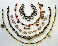 Viking glass, rock crystal, semi-precious gemstone, and silver bead necklaces circa 800 CE. Photograph from The History of Beads, by Lois Sherr Dubin. Medieval Jewelry, Viking Jewelry, Ancient Jewelry, Old Jewelry, Viking Garb, Viking Reenactment, Viking Dress, Larp, Norse Clothing