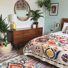 11 Stunning Bohemian Interior Design Bedroom That Easy To Do is part of Boho bedroom design - 11 stunning bohemian interior design bedroom that easy to do and can bring more cheerful room ambience for a better sleeping Bohemian Interior Design, Bohemian Bedroom Decor, Ethnic Bedroom, Decor Room, Mexican Bedroom Decor, Bohemian Apartment Decor, Floral Bedroom Decor, Mexican Style Decor, Bohemian Quilt
