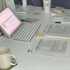 Study Space, Study Desk, School Motivation, Study Motivation, Senior Year Of High School, Study Board, Study Organization, School Study Tips, Good Notes