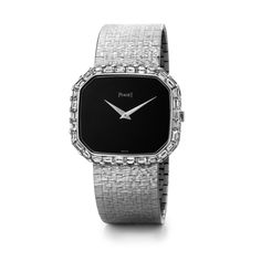 Jewellery wristwatch in white gold, bezel set with 30 baguette-cut diamonds, onyx dial.  Piaget ultra-thin hand-wound movement 9P.  Date: 1981