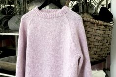 Sweatre mm Arkiv - Side 4 af 6 - FiftyFabulous Turtle Neck, Sweaters, Fashion, Moda, Fashion Styles, Sweater, Fashion Illustrations, Sweatshirts, Pullover Sweaters