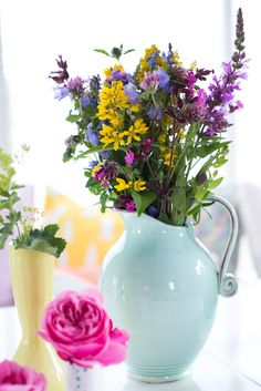 Love the simplicity. It looks as though the flowers were just gathered on a lovely springtime stroll through a meadow then placed without a care into the robin's egg blue pitcher.