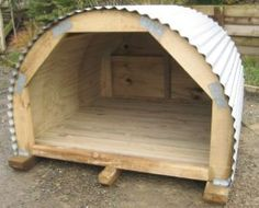 small livestock shelter-this would be great for goats,pigs, or dogs. This would be relatively easy to plan and build. small livestock shelter-this would be great for goats,pigs, or dogs. Goat Shed, Goat Shelter, Shelter Dogs, Sheep Shelter, Goat House, House Dog, Goat Barn, Raising Goats, Mini Farm