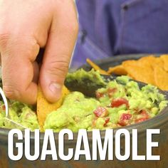 GUACAMOLE - so creamy & healthy! - - GUACAMOLE – so cremig & gesund! Here comes the highest of avocado feelings: guacamole. Avocado Dessert, Avocado Hummus, Avocado Toast, Guacamole Dip, Guacamole Recipe Easy, Mexican Food Recipes, Vegetarian Recipes, Dinner Recipes, Healthy Recipes