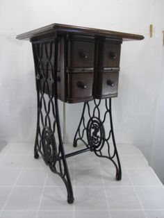 Vintage-Singer-Re-Purposed-Sewing-Machine-Stand-End-Table-w-Drawers...Isn't this wonderful
