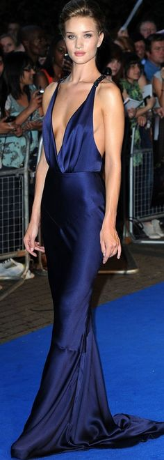 "Rosie Huntington-Whiteley Photos - Rosie Huntington-Whitley dazzles in a blue gown as she arrives for the premiere of ""Transformers: Dark of the Moon. - Rosie Huntington-Whiteley at the ""Transformers"" London premiere Red Carpet Fashion, Blue Fashion, Fashion Outfits, Formal Evening Dresses, Evening Gowns, Dress Formal, Rosie Huntington Whiteley Transformers, Escote Sexy, Sexy Dresses"