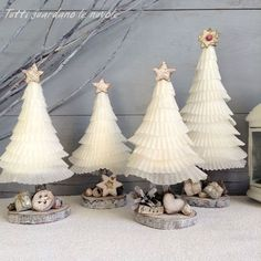 Christmas trees made with cupcakes baking cups and .- Alberelli natalizi realizzati con i pirottini dei cupcakes e materiali naturali,… Christmas trees made with cupcakes and natural materials, shabby, Christmas Trees, Tutorials. Homemade Christmas Decorations, Christmas Tree Crafts, Xmas Decorations, Christmas Traditions, Holiday Crafts, Christmas Time, Christmas Ornaments, Paper Christmas Trees, Halloween Christmas