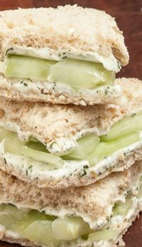 Healthy Snacks Lemon Cucumber Cream Cheese Sandwiches ~ When it's spring or summer we always crave for some light veggie snack that won't fill us with calories, but with wholesomeness. Cucumber Cream Cheese Sandwiches, Simply Yummy, Little Lunch, Snacks Für Party, Party Appetizers, Veggie Appetizers, Bridal Shower Appetizers, Party Entrees, Cucumber Appetizers