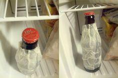 Envuelva un papel higiénico húmedo sobre una cerveza, y póngalo en el congelador para enfriarla en sólo 2 minutos