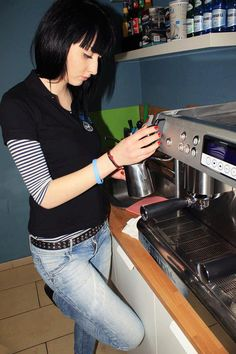 """Komu kawy? :) Zdjęcie pt """"kawowy dawca :>"""" przesłała do nas Joanna.    Fot: Joanna Jankowska"""