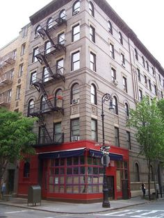 The corner of Bedford Street and Grove Street in New York City's West Village is the site of the fictional home of the F.R.I.E.N.D.S. show characters.