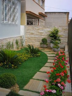 Front Yard Garden Design Give your backyard or front lawn a fresh look this season with these gorgeous garden design ideas. Small Front Yard Landscaping, Garden Landscaping, Landscaping Ideas, Walkway Ideas, Small Patio, Landscaping Software, Sideyard Ideas, Natural Landscaping, Garden Shrubs