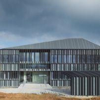 Gesundheitszentrum in Frankreich / Schiefergrau - Architektur und Architekten - News / Meldungen / Nachrichten - BauNetz.de