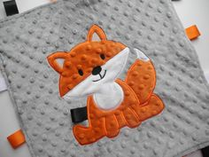 Fox Minky Taggie - Gift Guide For Babies Quilt Baby, Fox Quilt, Tag Blanket, Minky Baby Blanket, Baby Lovey, Fox Baby, Sewing Crafts, Sewing Projects, Dou Dou