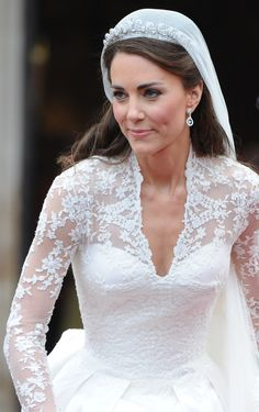 Kate Middleton at the royal wedding Looks Kate Middleton, Kate Middleton Wedding Dress, Kate Middleton Makeup, Middleton Family, Pippa Middleton, The Duchess, Duchess Of Cambridge, White Wedding Dresses, Wedding Gowns