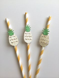 10 Gold Glitter Pineapple on Paper Straws. by PaperTrailbyLauraB