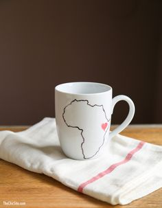 Easy home is where the heart is mug | thechicsite.com | #diy #gift