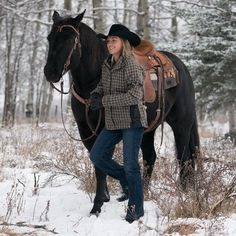 Thanks for checking out this unofficial Amber Marshall fan page! We'll do our very best to keep you up-to-date on what Heartland's horse whisperer and our Ark Angel is up to, plus share our edits and gifs with you! We are not the real Amber Marshall. Heartland Ranch, Heartland Tv Show, Heartland Seasons, Heartland Actors, Heartland Quotes, Cute Horses, Beautiful Horses, Ty Et Amy, Westerns