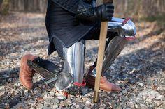 Armatura medievale per gambe di XIV secolo