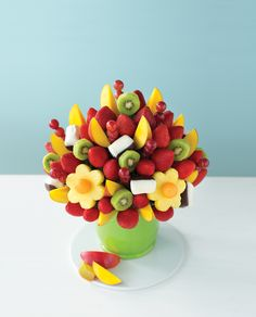 A s wedding centerpiece that's colorful, delicious, and totally unique. (This is the Mango Kiwi Blossom® with dipped bananas.)