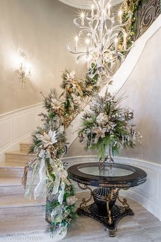Gorgeous Christmas Staircase Decor Ideas For Inspiration Christmas Stairs, Noel Christmas, All Things Christmas, White Christmas, Christmas Island, Christmas Garlands, Southern Christmas, Christmas Cactus, Christmas Mantels
