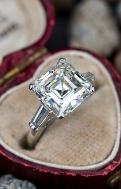 Emerald Cut Diamond Engagement Ring, Vintage Engagement Rings, Timeless Fashion, Vintage Promise Rings