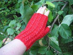 Ulla 03/06 - Neuleohjeet - Rinsessa-setti Knitting Socks, Knit Socks, Knitting Ideas, Fingerless Gloves, Arm Warmers, Mittens, Crochet, Pattern, Diy
